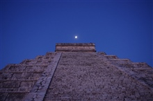 Moon over El Castillo de Kukulkan